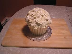 Giant Cupcake With Rosettes - CakeCentral com