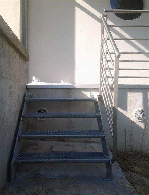 escalier 3 marches escalier 3 marches en caillebotis avec garde corps en inox