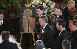 Multitudinario entierro de Anna Nicole Smith en las ...