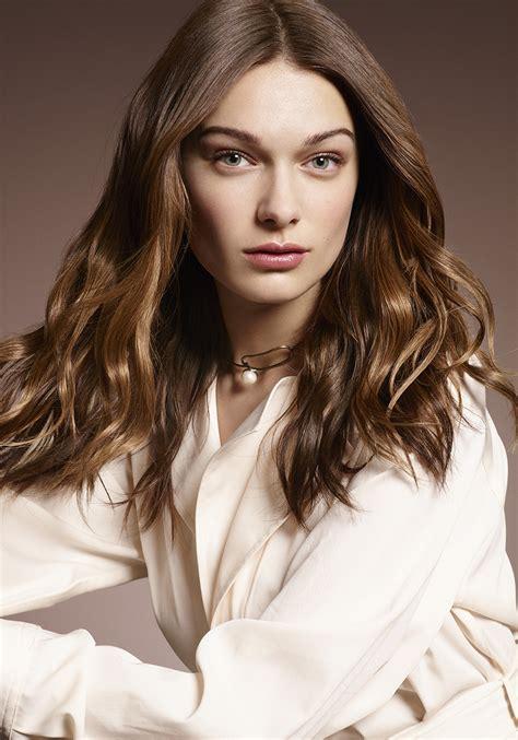coupe cheveux frisés femme coupe de cheveux femme salon dessange