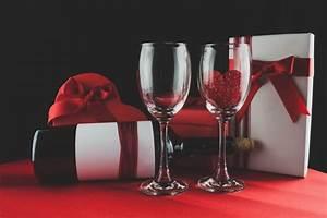 Schachtel Für Fotos : schachtel pralinen mit einer flasche wein und zwei gl ser ein mit einem herzen download der ~ Orissabook.com Haus und Dekorationen