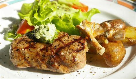 Receptes.lv - Liellopa filejas steiks ar gaileņu mērci