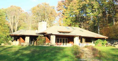 Country Inspired Wisconsin Home by Luxuriant Frank Lloyd Wright Inspired Accommodations The