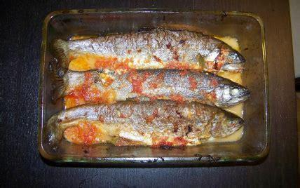cuisiner une truite au four recette truite au plemousse facile et rapide