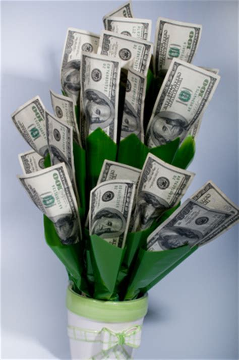 How to make flowers out of paper money   eHow UK