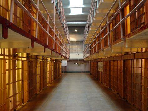 alcatraz prison photos file zellentrakt in alcatraz jpg wikimedia commons