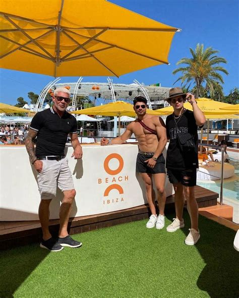 Wayne Lineker's social distancing snaps with Love ...