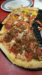 photo0.jpg - Picture of Big Daddy's Pizzeria, Pigeon Forge ...