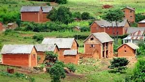 les maisons a madagascar With maison toit de chaume 10 petite maison malgache en bois de palissandre