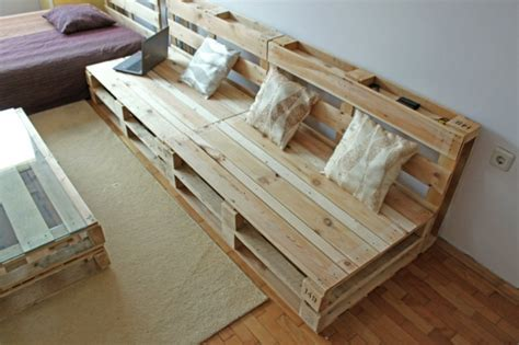 canapé en palette de bois que faire avec des palettes plus de 38 créations originales