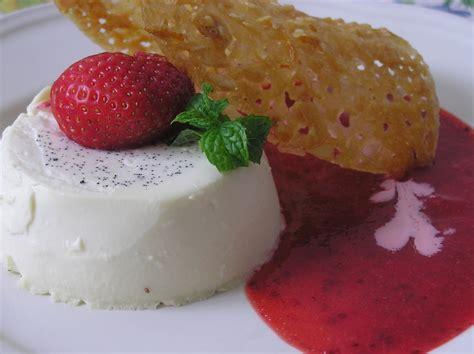 comment cuisiner le potimarron panna cotta coulis de fraises tuiles d amandes panier de