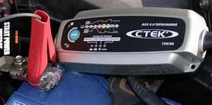 Chargeurs De Batterie Automatiques Avec Maintien De Charge : ctek analyse charge et entretient votre batterie ~ Medecine-chirurgie-esthetiques.com Avis de Voitures