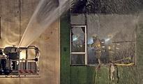 四級火燒逾38小時蔓延至4樓 區議員:熟食車存迷你倉 - 明報加西版(溫哥華) - Ming Pao Canada Vancouver Chinese Newspaper
