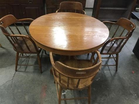 A Vintage Oak Round Kitchen Table W/ 4 Spindle Back Chairs