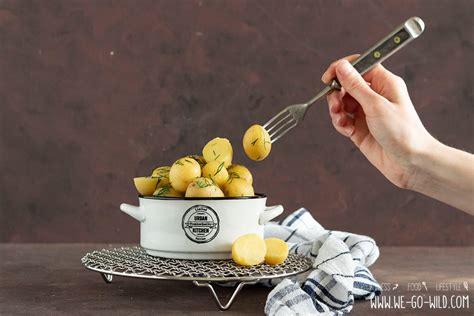 kartoffeln kochen mikrowelle kartoffeln kochen wie ein profi so gelingt s we go