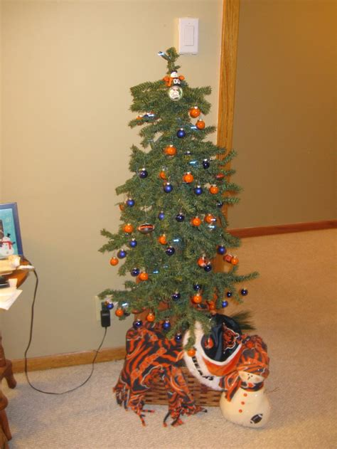 dollar general christmas tree 600 lights 1000 images about sports decorations on