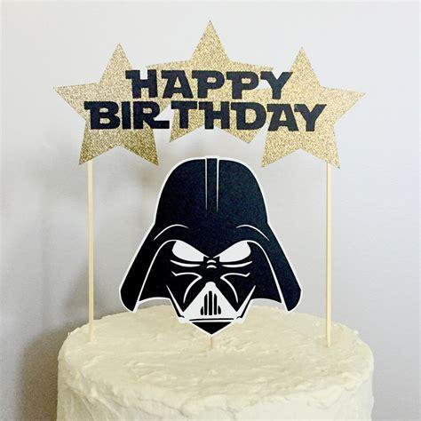 Organisez votre anniversaire star wars avec funbooker, le spécialiste des animations d'anniversaire enfant. Personnage de Star Wars joyeux anniversaire gâteau