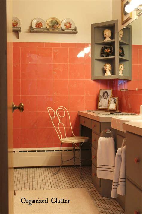decorating  vintage  bathroom organized clutter
