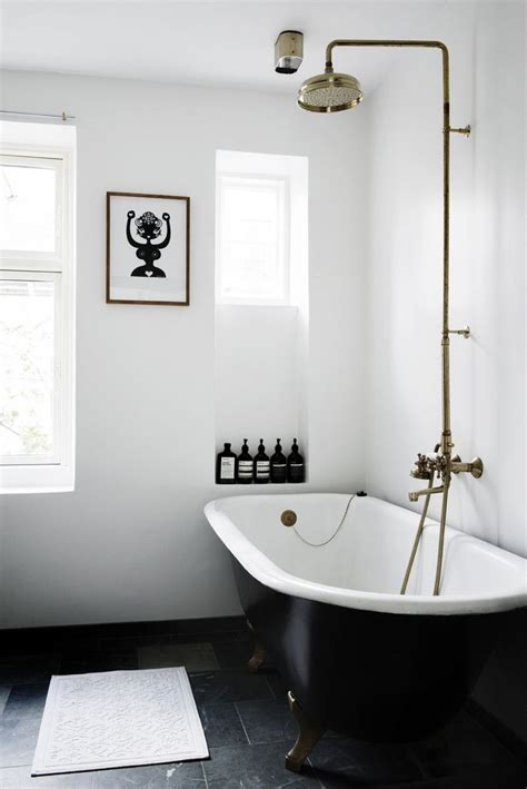 White Bath by 25 Best Ideas About White Bathrooms On