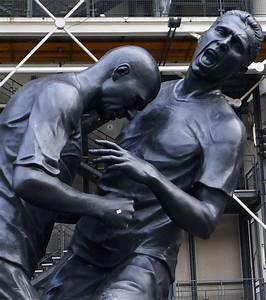 Du Coup Synonyme : la statue du coup de boule de zidane materazzi cr e la pol mique au qatar ~ Medecine-chirurgie-esthetiques.com Avis de Voitures