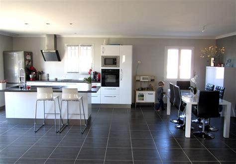 peinture laqu馥 cuisine quelle couleur pour une cuisine blanche modle milan de cuisine plus la cuisine blanche et bois en 102 photos inspirantes stylish decoration