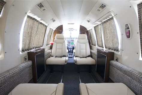 Interior : Piper Navajo