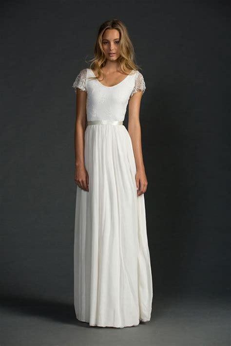 flattering scoop neckline wedding dresses weddingomania