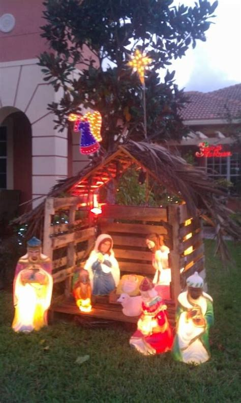 nativity manger   pallets im    idea