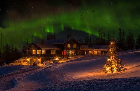wallpaper northern lights norway winter christmas tree cottage night snow aurora desktop