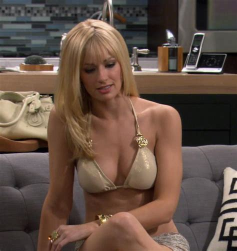 Pop Minute Beth Behrs Bikini Broke Girls Photos Photo
