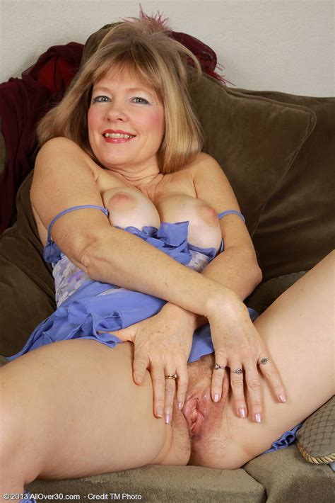 naughty milf lilli flick her mound moms archive