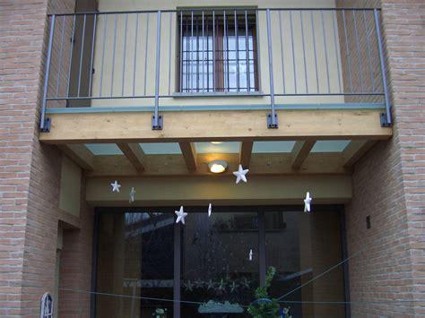 ringhiera per terrazzo ringhiere a parapetti con particolare in vetro