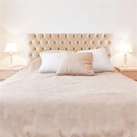 les 25 meilleures id 233 es concernant lit capitonn 233 sur la taupe chambre et gris