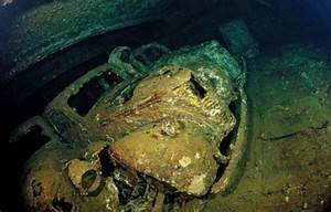 海の中にある車の墓場:海の中に沈んだ車はやがて魚たちの魚類の格好の住処となる。 : カラパイア