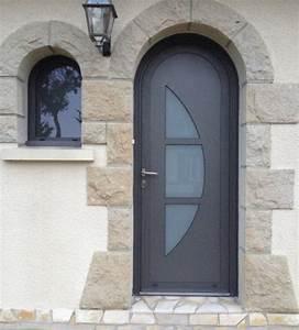 pose de porte d39entree aluminium contemporaine et design With porte d entrée plein cintre