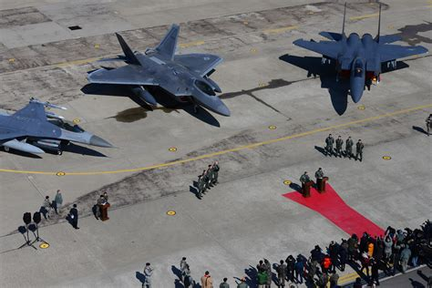 F-22 Raptors Conduct Show Of Force Over South Korea> U.s