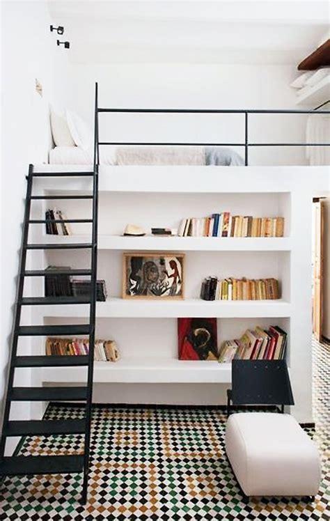 Loft Der Moderne Lebensstilloft Einrichtung Mit Buecherregalen by Die Kleine Wohnung Einrichten Mit Hochhbett Freshouse