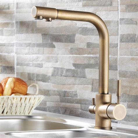 Design on Tap: Choosing the Right Kitchen Faucet for Your