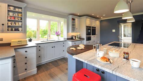 cuisine plus nantes meuble cuisine bleu le plus incroyable en plus de