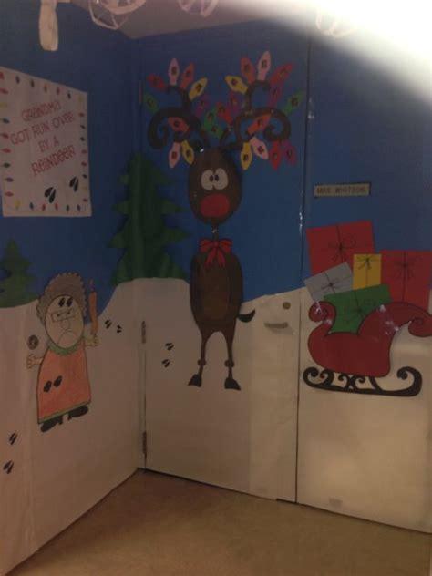 christmas door decorating contest grandma  run