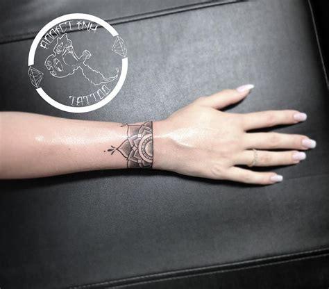 Tatouage Bracelet Mandala Poignet Dotwork Femme Addict