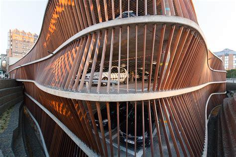 Parking Garage Cliniques Universitaires Saint Luc / de