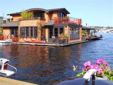 Boat House For Sale Seattle by Houseboat On The Water In Seattle Houseboats No Vessels