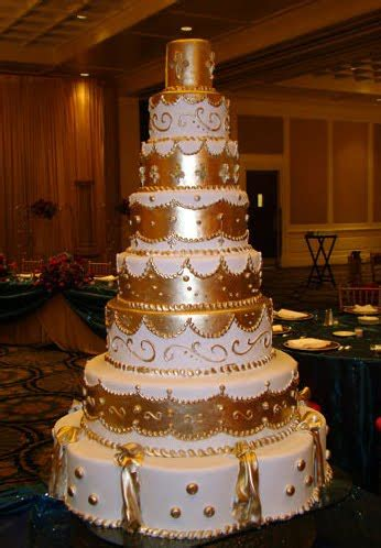 wedding cakes pictures gold wedding cakes