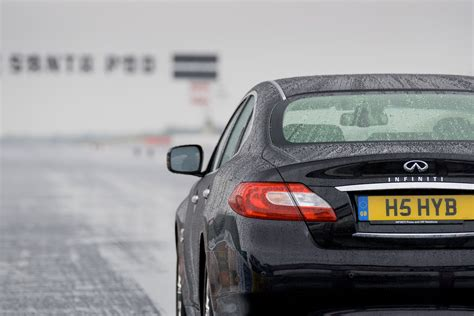 Infiniti M35h sets Guinness World Record for Fastest ...