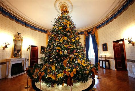 i m dreaming of a white house christmas michelle obama shows off spectacular decorations