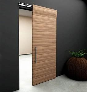 1 porte coulissante a galandage en bois clair mur noir With porte de garage coulissante et porte en bois design