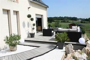 terrasse contemporaine en bois composite gris olivier With terrasse de maison contemporaine