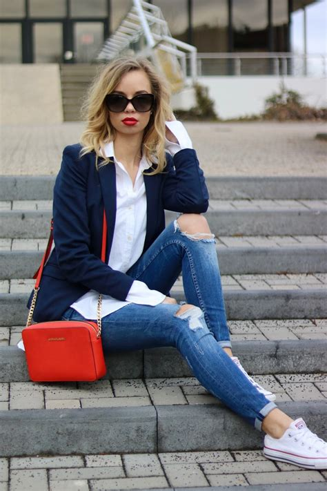 Outfit How to  Casual Chic - Oversized Shirt u0026 Red Lips