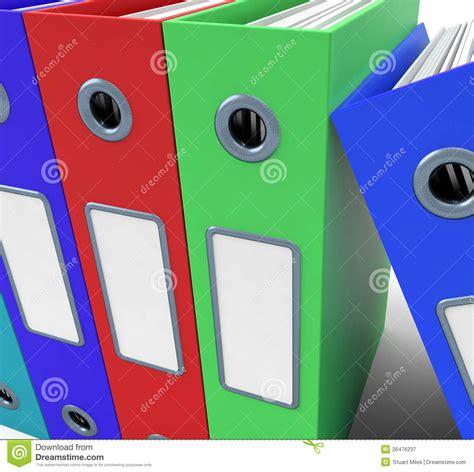 bureau om rij kleurrijke dossiers om het bureau georganiseerd te